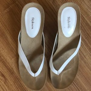 Style &co wedge flip flop